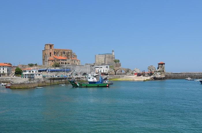 Port et église de Santa Maria à Castro Urdiales